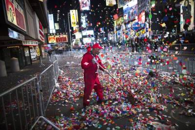 LaPresse01-01-2013 Times Square, New YorkEsteriCapodanno in giro per il mondoA worker clears confetti from a sidewalk in Times Square after midnight on New Years Tuesday Jan. 1, 2013, in New York. With fireworks, concerts and celebrations from Hong Kong to New York, revelers welcome 2013 with hope for a better future after a year that thudded to a close with a disastrous storm, gun violence, and talk of economic turmoil from a looming fiscal cliff. This will be the first Times Square countdown in decades without Dick Clark, who died in April, and will be honored with a tribute concert and his name printed on pieces of confetti.